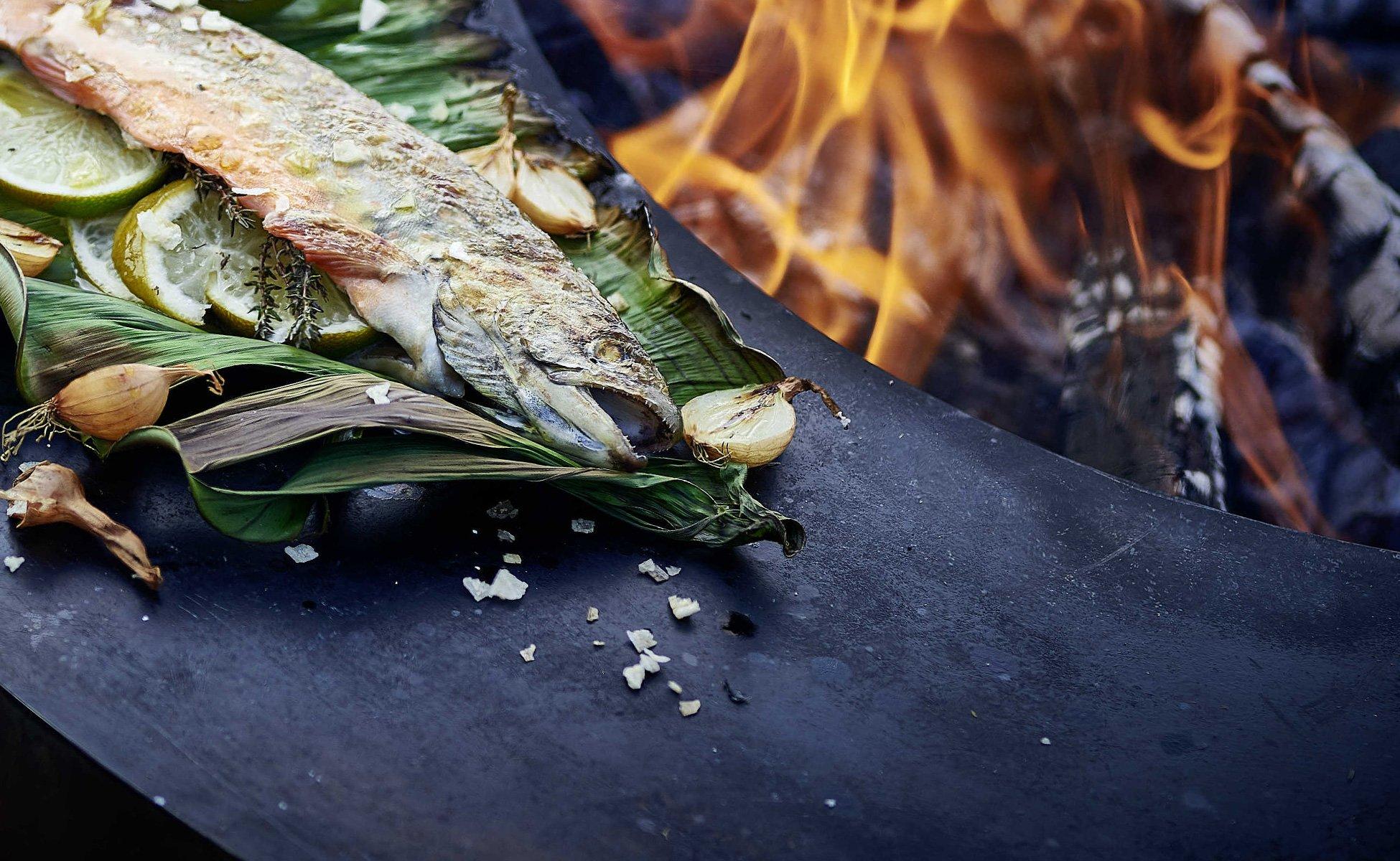 Fischzubreitung am Feuerring