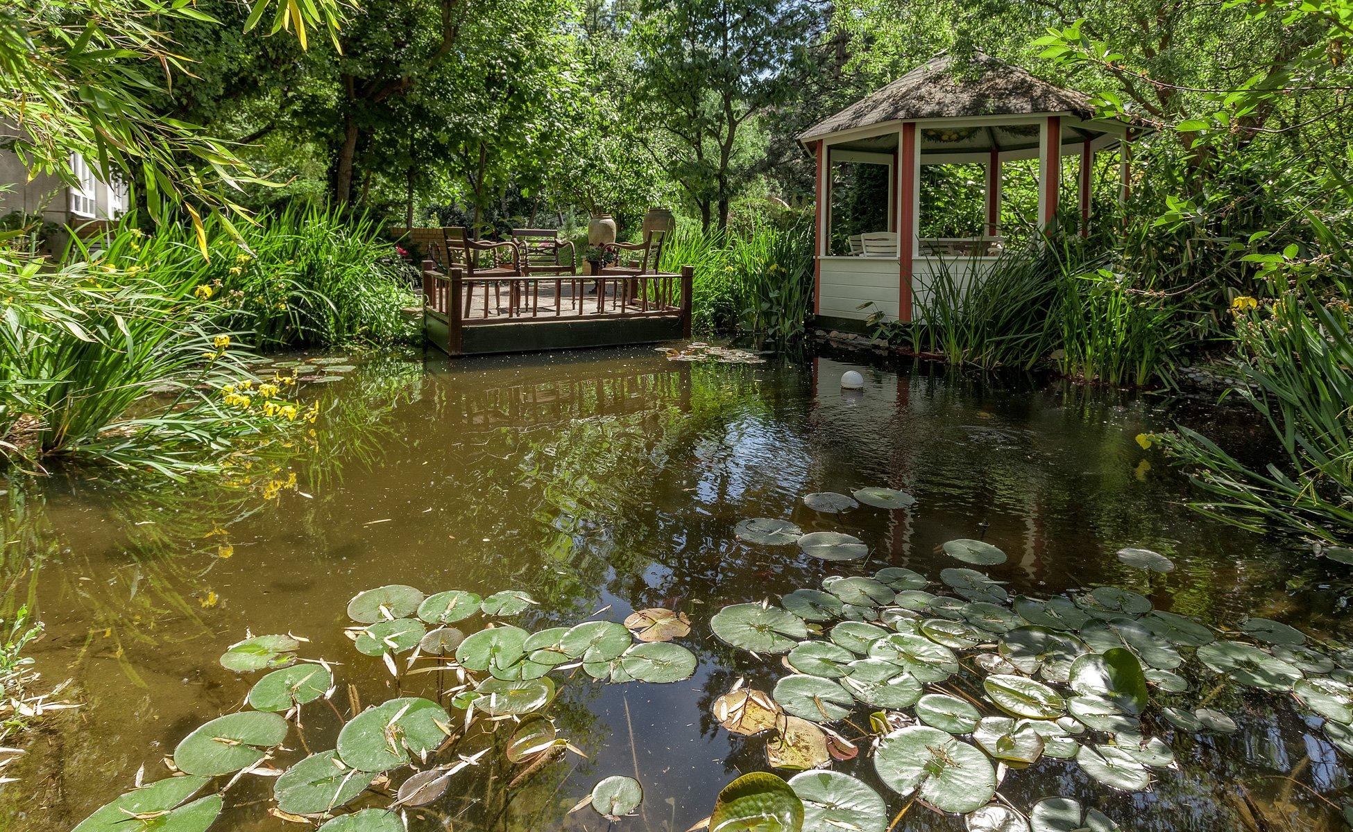 Hotel Grenzfall Gartenhaus mit Teich